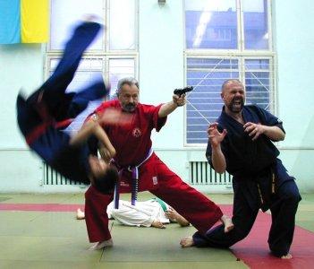 Grandmaster Yuriy Kostrov in action.