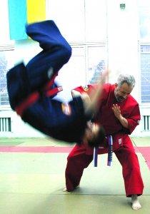 Grandmaster Yuriy Kostrov. Throw.