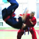Grandmaster Yuriy Kostrov. Throw.